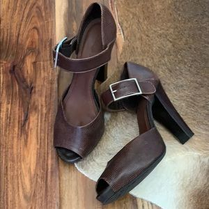 Brown/Burgundy peep toe heel